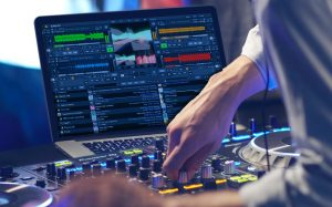 DEX 3 video mixing with Pioneer DJ controller