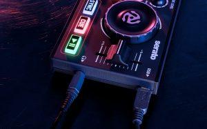 Numark DJ2GO2 Connections
